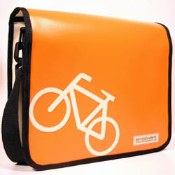 Fahrrad angelehnt